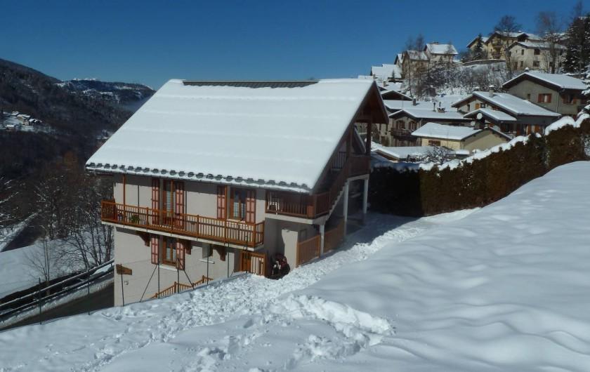 Location de vacances - Gîte à Valmeinier - Le Chalet et son jardin/champ de neige, idéal pour les jeux des enfants