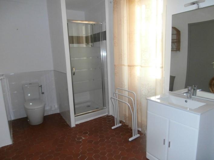 Location de vacances - Chambre d'hôtes à Bouyon - SALLE D'EAU CHAMBRES MIREILLE ET HONORE