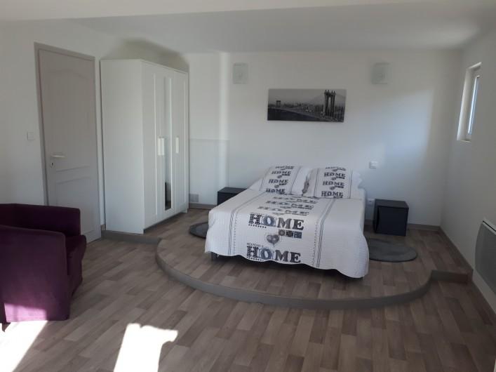 Location de vacances - Villa à Lavilledieu - Chambre rez de chaussée