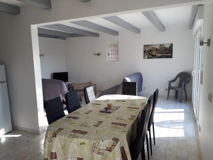 Location de vacances - Villa à Lavilledieu - Séjour cuisine