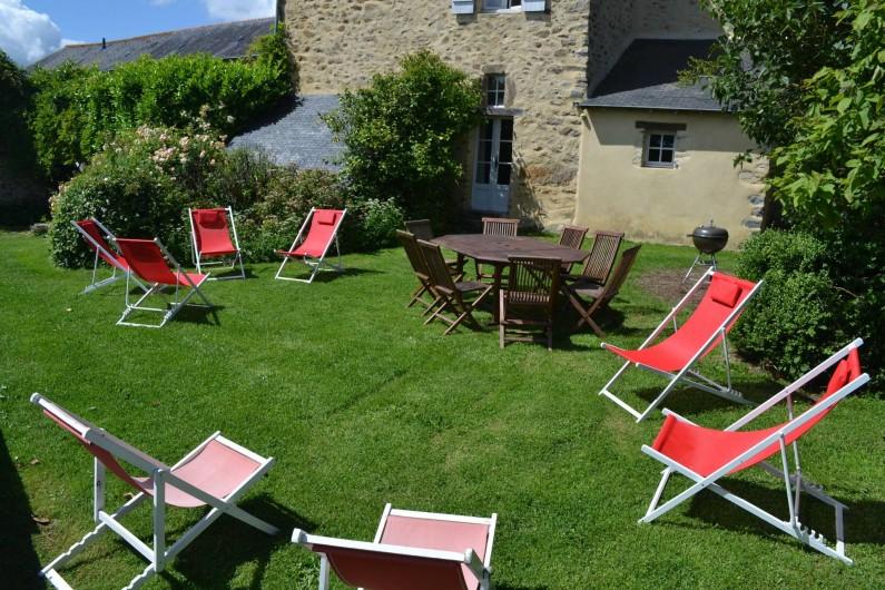 Location de vacances - Gîte à La Baconnière - Jardin privé et mobilier de jardin + transats