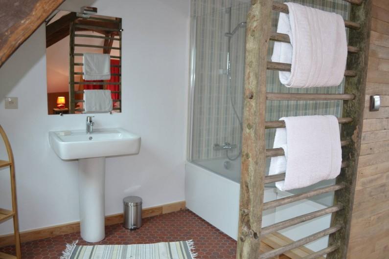 Location de vacances - Gîte à La Baconnière - Salle de bains attenante chambre 2ème étage