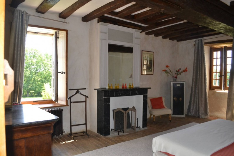 Location de vacances - Gîte à La Baconnière - Chambre 1er étage (2 lits 90x200) avec vue sur piscine