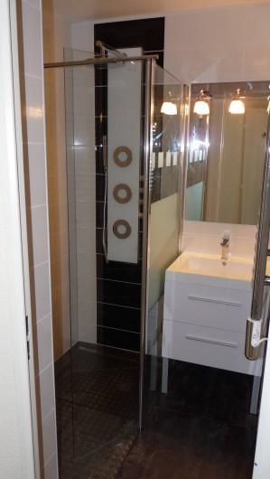 Location de vacances - Appartement à Cannes - La salle de douche à l'Italienne multi-jets. (Indépendant des W.C.)