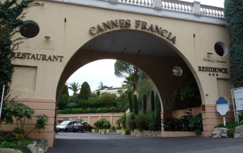 Location de vacances - Appartement à Cannes - ...Voilà vous êtes arrivez. Au fond à droite le parking couvert sécurisé