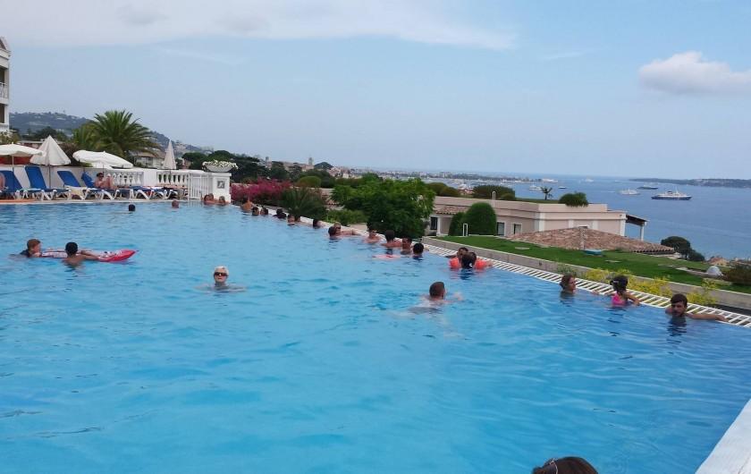 Location de vacances - Appartement à Cannes - ...piscine côté vue mer...