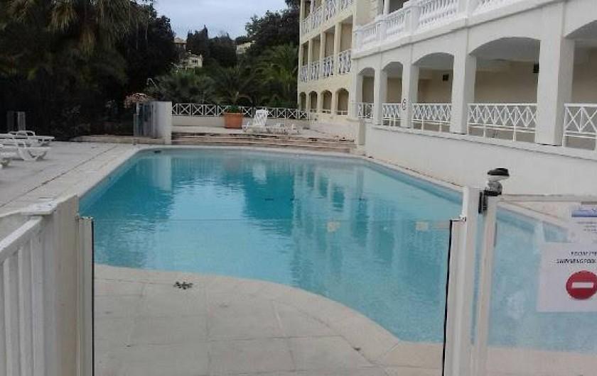 Location de vacances - Appartement à Cannes - ...La 2ème piscine à 25m de l'appartement.