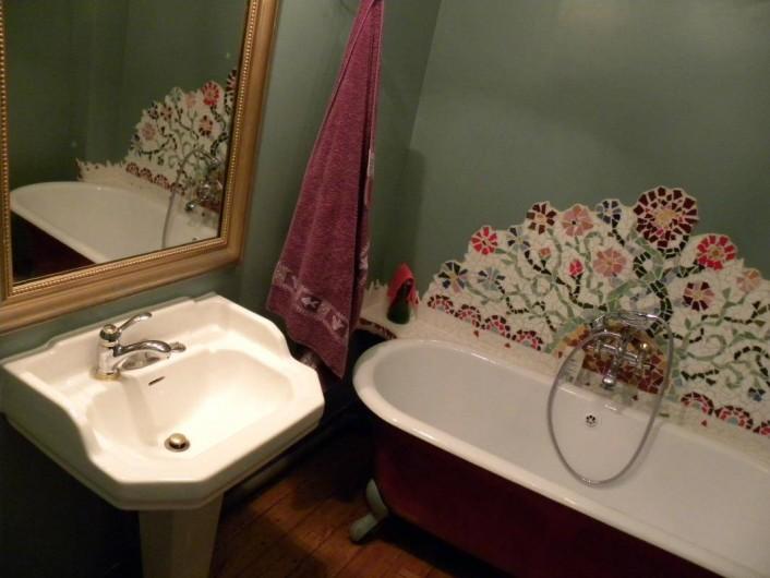 Location de vacances - Maison - Villa à Castéra-Verduzan - la salle de bain de la chambre rouge
