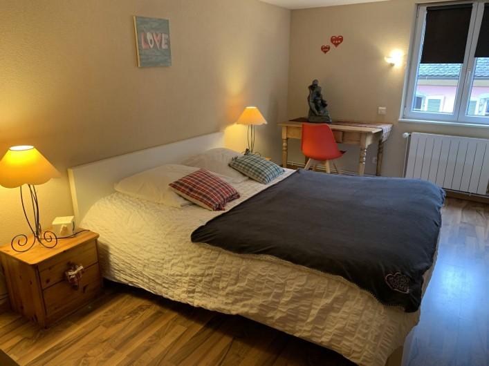 Location de vacances - Appartement à Eguisheim - la chambre avec un grand lit 2 personnes