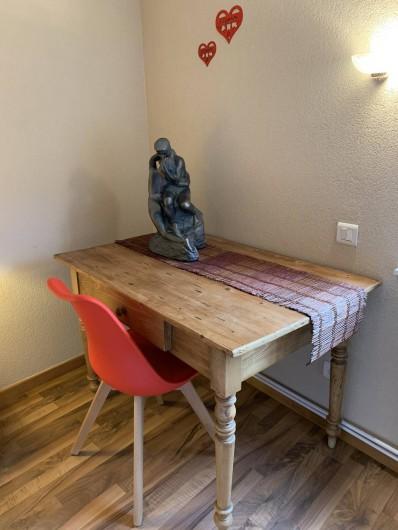 Location de vacances - Appartement à Eguisheim - un coin bureau dans la chambre