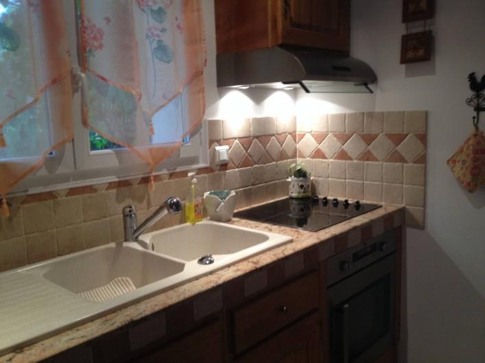 Location de vacances - Villa à Thueyts - cuisine équipée four/plaque de cuisson/micro onde/frigidaire