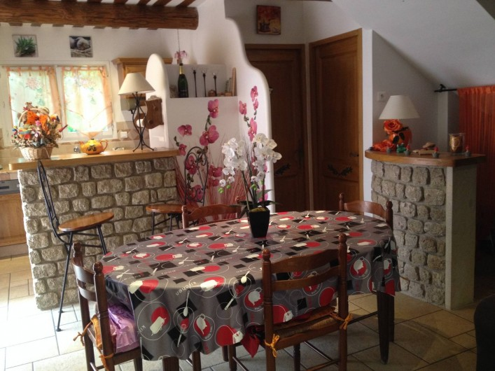 Location de vacances - Villa à Thueyts - coin repas 1 salle de bain 1 wc
