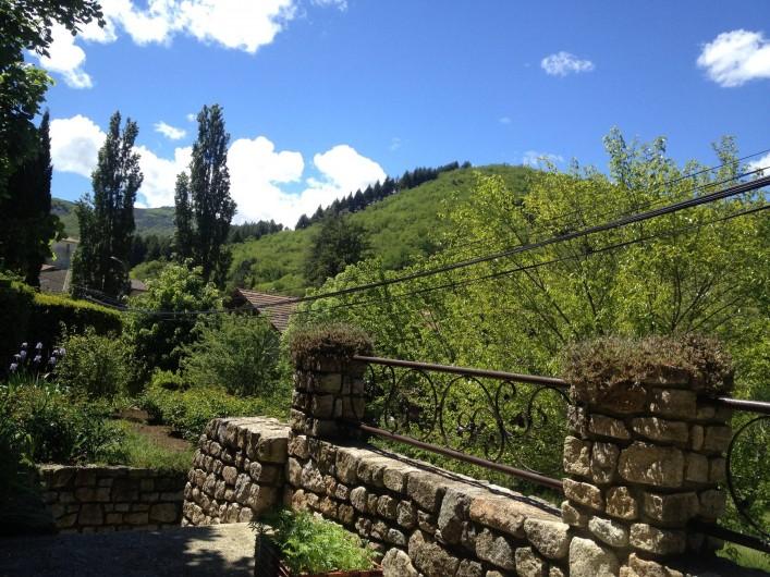 Location de vacances - Villa à Thueyts - vue panoramique de la terrasse sur la belle montagne belles randonnées