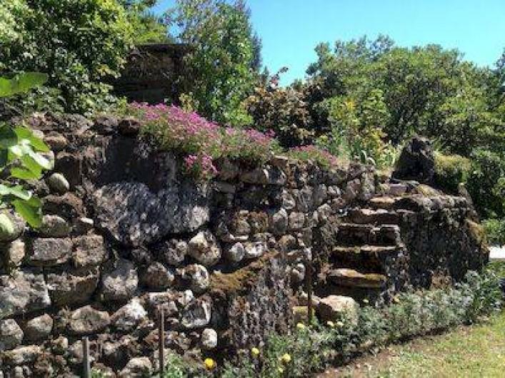 Location de vacances - Villa à Thueyts - vue jardin plusieurs palliers