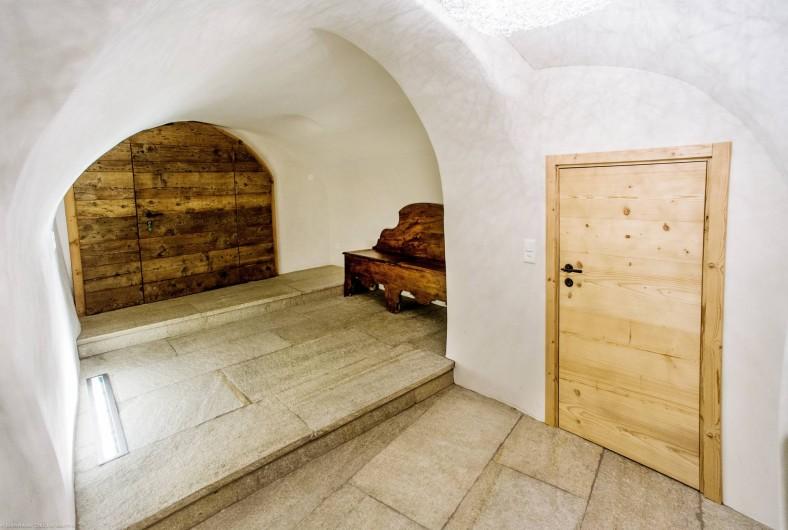 Location de vacances - Chalet à La Punt-Chamues-ch - Hall d'entrée avec local à ski