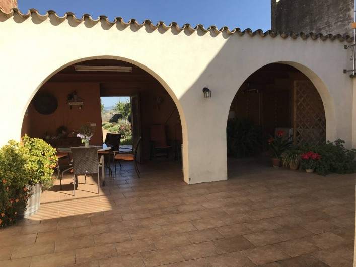 Location de vacances - Gîte à Puigdàlber - patio con barbacoa