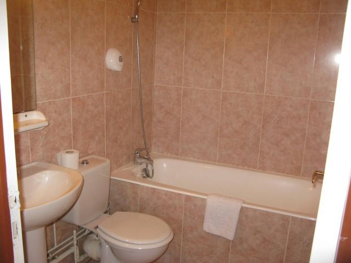 Location de vacances - Hôtel - Auberge à La Cabanasse - Salle de bain chambre double