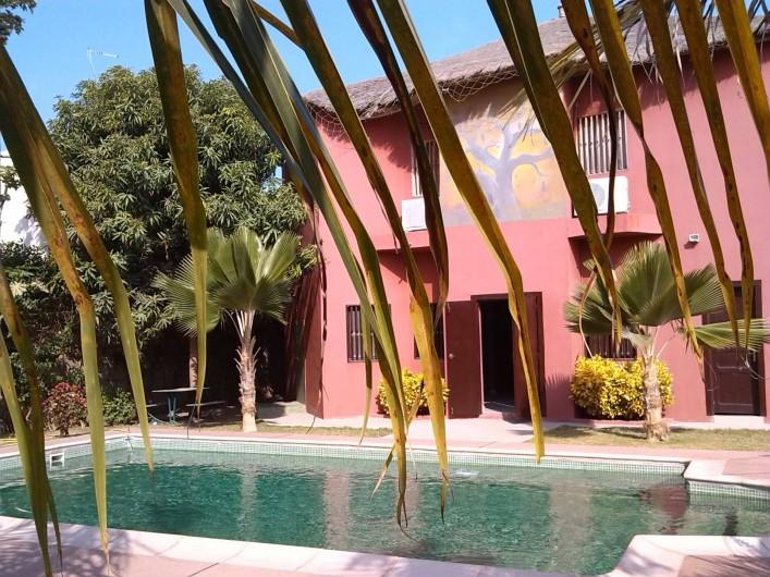 Location de vacances - Chambre d'hôtes à Saly - Maison principale côté piscine