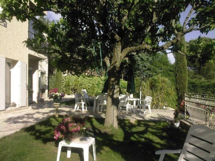 Location de vacances - Villa à Les Figons - le jardin ombragé