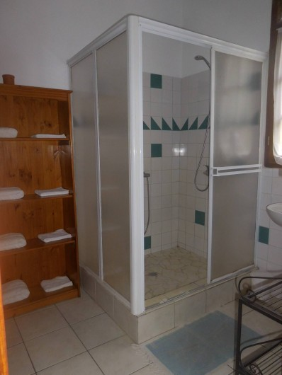 Location de vacances - Gîte à Deshaies - la salle de douche