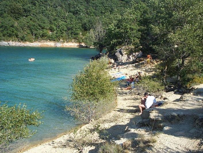 Location de vacances - Camping à Bauduen - Plage du Lac à 300m du camping...