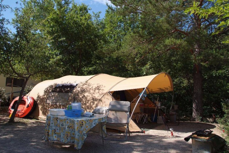 Location de vacances - Camping à Bauduen - Emplacement tente