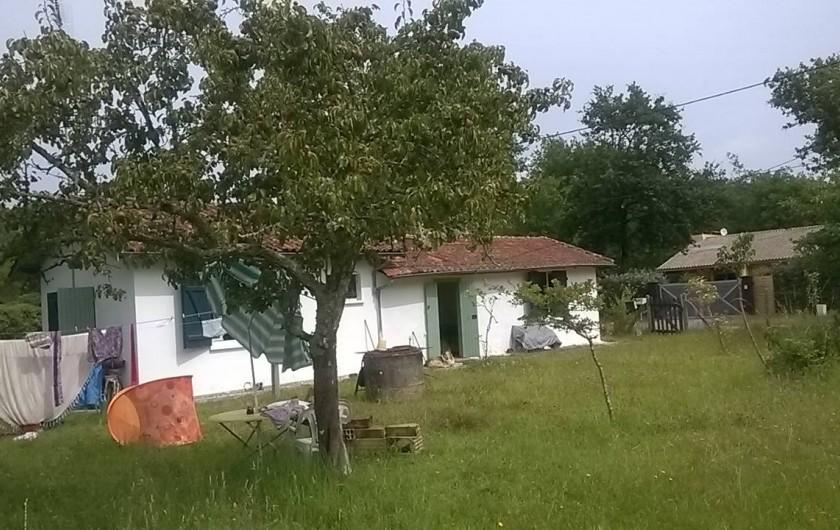 Location de vacances - Villa à Hourtin - vue depuis le  fond du jardin