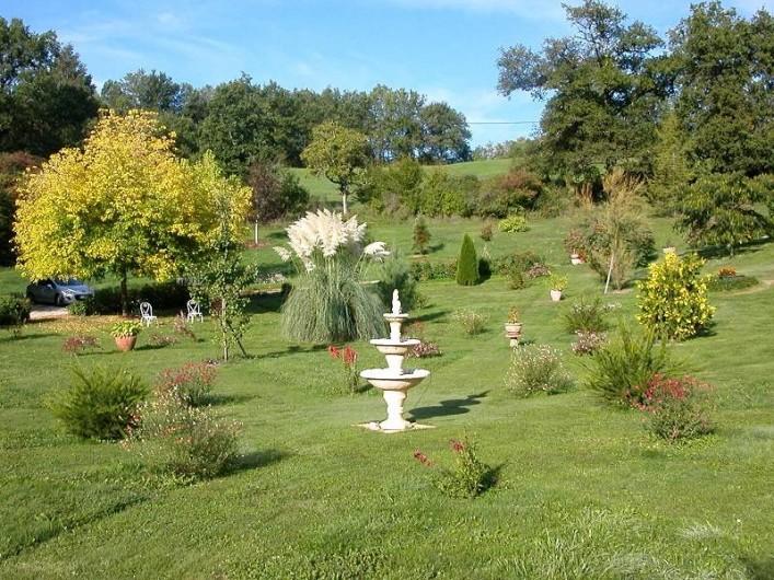 Location de vacances - Gîte à Martel - Parc fleuri