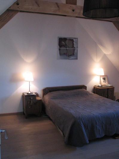 Location de vacances - Appartement à Clohars-Carnoët - votre chambre romantique toit cathédrale