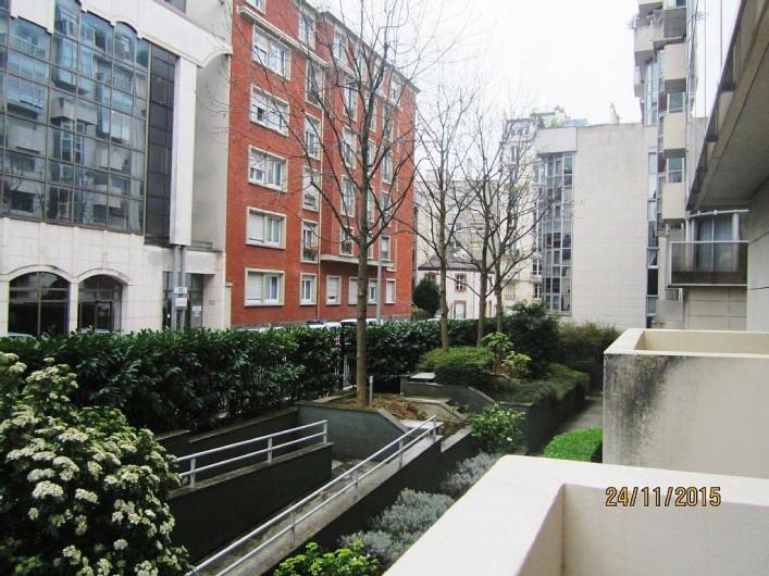 Location de vacances - Studio à 15e Arrondissement - vue sur la rue à partir du balcon