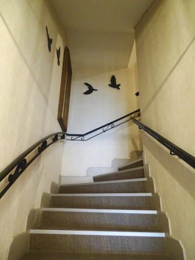 Location de vacances - Hôtel - Auberge à Albi - Escalier central, accès chambre (Ascenseur disponible)