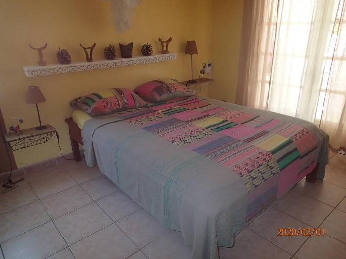 Location de vacances - Villa à La Saline-Les-Bains - Chambre 01 rez-de-chaussée - Lit 140
