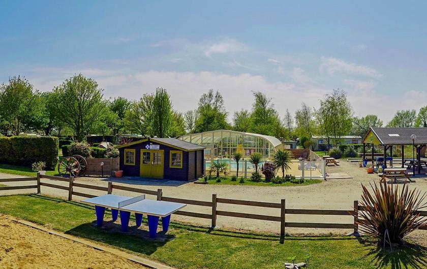 Location de vacances - Bungalow - Mobilhome à Saint-Benoît-des-Ondes - Le camping - vue générale