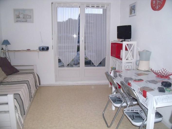 Location de vacances - Appartement à Bormes-les-Mimosas - pièce à vivre