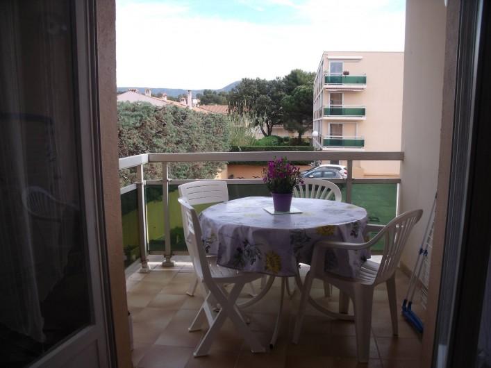Location de vacances - Appartement à Bormes-les-Mimosas - terrasse
