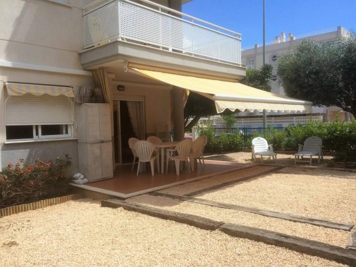 """Location de vacances - Appartement à Canet d'en Berenguer - - La terrasse - Le jardin privatif, clos et arboré. - Barbecue """"en dur"""""""