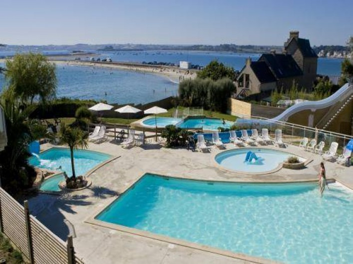 Location de vacances - Gîte à Saint-Pol-de-Léon - Piscine du camping accès gratuit au locataire du gîte (à 1 km du gîte)