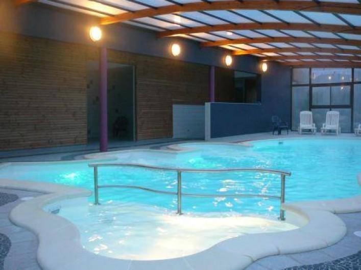Location de vacances - Gîte à Saint-Pol-de-Léon - Piscine couverte du camping (1km du gîte) gratuit aux locataires du gîte