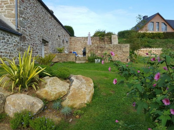 Location de vacances - Gîte à Saint-Pol-de-Léon - Jardin vu mer