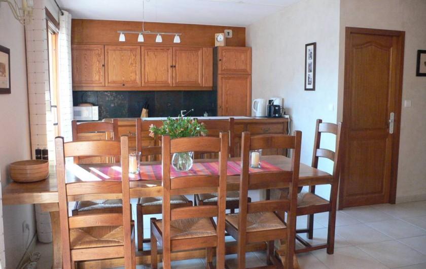 Location de vacances - Appartement à Vaujany - Cuisine et table a manger