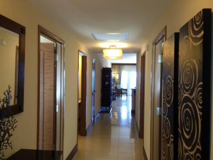 Location de vacances - Appartement à Oyster Pond - couloir appartement 3 chambres