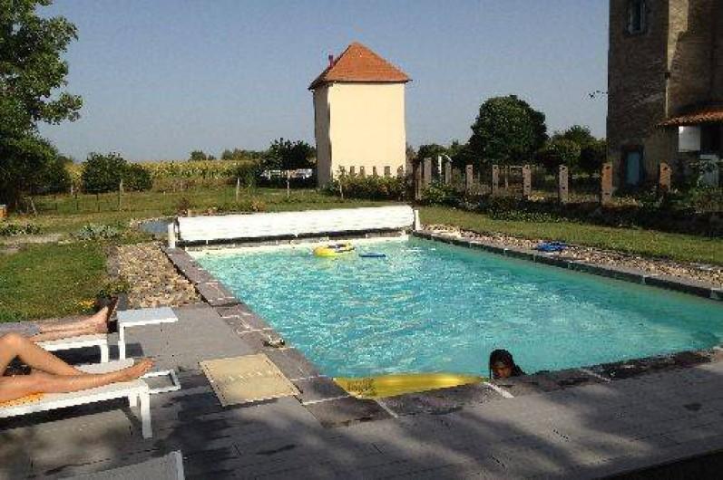 G te le pigeonnier de limagne riom au coeur de l for Auvergne gites avec piscine