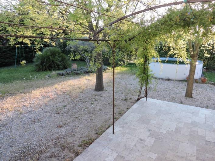 Location de vacances - Chalet à Monteux - Jardin