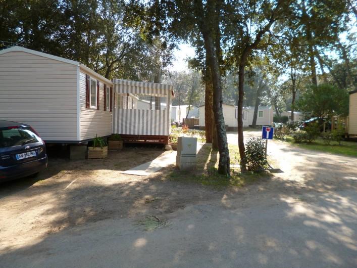 Location de vacances - Bungalow - Mobilhome à Saint-Brevin-les-Pins - Vue  sur le parking privatif