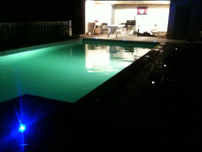Location de vacances - Villa à Lamanon - piscine de nuit