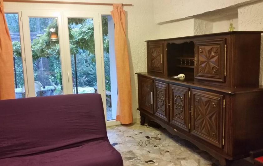 Location de vacances - Villa à Cantaron - Cuisine et salon donnant sur la terrasse
