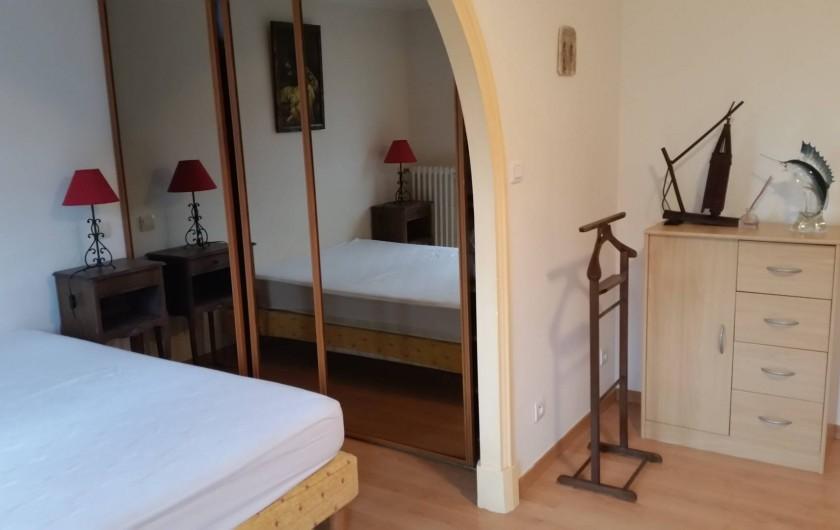 Location de vacances - Villa à Cantaron - La première chambre : espace rangement
