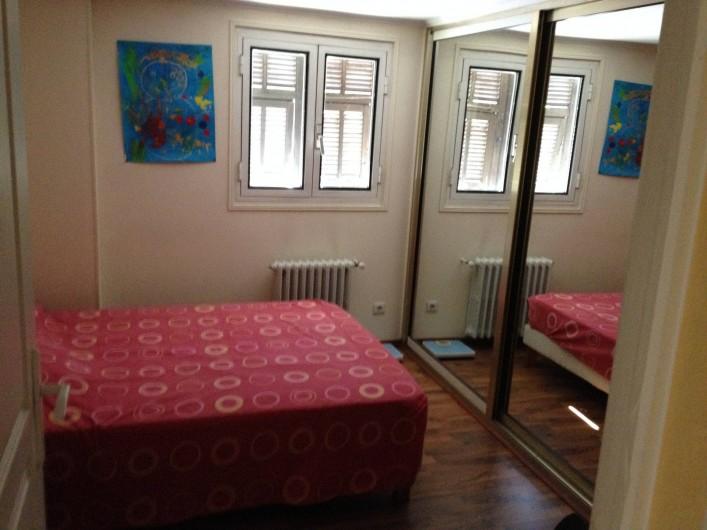 Location de vacances - Villa à Cantaron - La seconde chambre avec TV