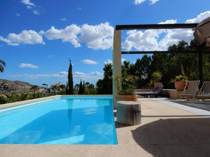 Location de vacances - Villa à Busot - Vue de la terrasse et de la cuisine