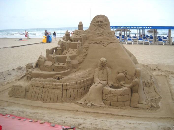 Location de vacances - Appartement à Peníscola - Sculpture sur sable